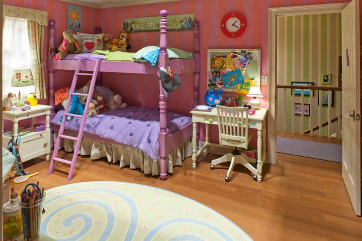 sites/setdecorators/articles/JM_3_BR_bed.jpg